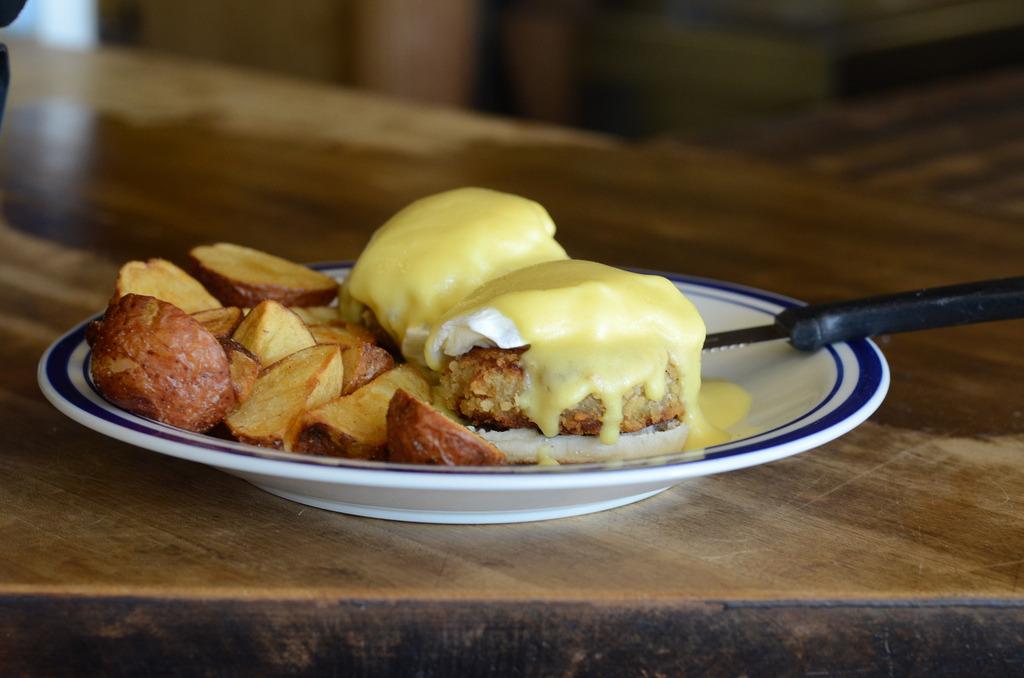 Eggs Benedict & Potato Wedges